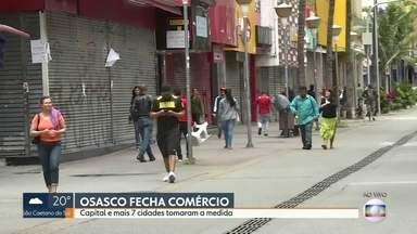 Capital e mais sete cidades fecham o comércio por causa do novo coronavírus - Em Osasco, apesar do comércio estar fechado, muitos pedestres ainda circulam pela região.