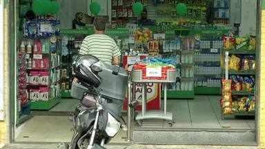 Empresas que vendem produtos de higiene e limpeza lucram durante pandemia de coronavírus - Estabelecimentos que oferecem comida por delivery também conseguem lucrar durante pandemia.