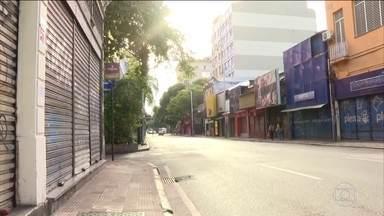 Fechamento do comércio ajuda a reduzir busca por transporte no Rio de Janeiro - A medida foi determinada pela prefeitura. Lojas de poucos setores tem autorização para abrir, como postos de combustível, supermercados, farmácias, pet shops, bancas de jornal e lavanderias.
