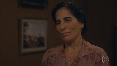 Lola pede perdão a Felício por ter sido contra sua união com Isabel - Ela diz que percebeu, ao encontrar Isabel feliz, que ele é um bom companheiro para a filha