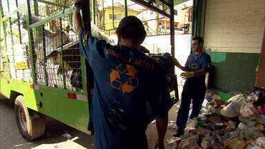 Situação de catadores de recicláveis se agrava em meio à pandemia - O novo coronavírus atingiu em cheio o mercado de reciclagem no Rio. Em todo o estado, são 1,6 mil catadores sem trabalho por causa da pandemia.