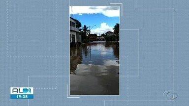 Temporal em Dois Riachos deixa ruas da cidade alagadas - Moradores gravaram vídeos que mostram os estragos.
