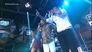 É o Tchan canta 'Pau Que Nasce Torto/ Melô Do Tchan' - Claudia Leitte entra pra dança com o grupo e empolga plateia