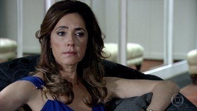 Tereza Cristina se recusa a falar com Íris, que pede para Paulo enviar um recado para a sobrinha - Tereza Cristina manda o mordomo mentir e dizer que ela não está em casa. Crô se interessa pelo segredo da madame. Esther convida Paulo para o almoço com Danielle