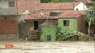 Rio Ipanema volta a transbordar em Santana de Ipanema, AL - Defesa Civil disse que essa é a maior cheia registrada no município.