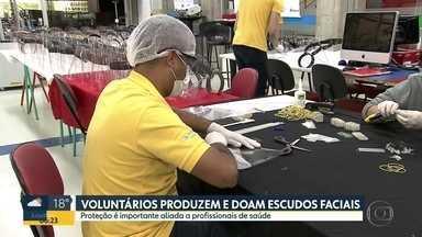 Alunos de universidade em Guarulhos confecciona máscaras de proteção hospitais - Grupo produz escudos faciais para doação
