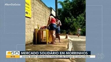 Amigos criam 'mercado solidário' para pessoas carentes em Morrinhos - Eles tentam evitar que famílias passem necessidade mesmo em tempos de crise por causa do coronavírus.