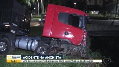 Acidente entre carro e caminhão na rodovia Anchieta - Uma pessoa morreu na batida em São Bernardo do Campo