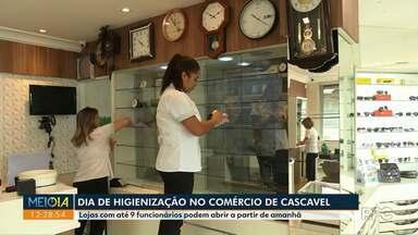 Comércio de Cascavel passa por uma limpeza antes da reabertura - Lojas com até 9 funcionários podem abrir a partir de amanhã.