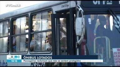 Mesmo com determinações de distanciamento, ônibus circulam lotados na Grande Belém - Quem é obrigado a sair de casa todos os dias tem reclamado que não consegue se proteger do coronavírus.