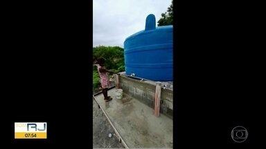 Cedae começa a instalar caixas d'água em comunidades do Rio - A companhia começou a instalar caixas d'água com capacidade para armazenar até 10 mil litros na Cidade de Deus, Camarista Méier e Complexo da Maré.