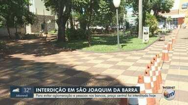 Para evitar aglomeração e passeios, praça central é interditada em São Joaquim da Barra - Medida foi tomada pela Prefeitura para preservar saúde dos moradores.