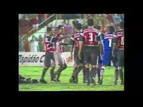 Em 2002, Náutico vence Santa Cruz por 3 a 0 em 1º jogo da final do Pernambucano - Em 2002, Náutico vence Santa Cruz por 3 a 0 em 1º jogo da final do Pernambucano