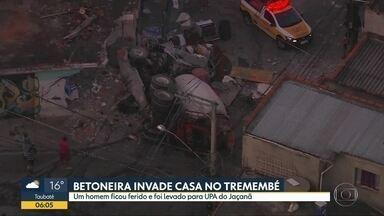Grave acidente deixa uma pessoa ferida no Tremembé, nesta segunda (13) - Segundo os Bombeiros, o moorista da betoneira perdeu o controle do automóvel e causou o acidente.