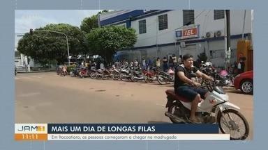 Agências bancárias de Itacoatiara registram intensa movimentação - Pessoas começaram a chegar na madrugada.