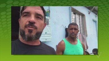 Rodrigo Koxa participa ativamente de projeto social na Vila Baiana, em Guarujá - Especialista em ondas gigantes tem surfado na onda da solidariedade durante a quarentena.