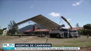 Hospital de Campanha de Casimiro de Abreu está sendo instalado em Barra de São João - A montagem da estrutura começou durante o feriado desse fim de semana, e terá 100 leitos para atender pacientes com Covid-19.