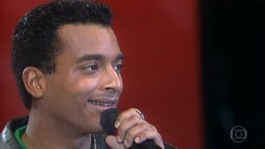 Reveja apresentações de Jon Secada no Domingão - Músico cubano participou do Domingão em 1993, 1994, 1997 e 2018