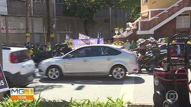 Protesto contra a quarentena em BH - A carreata começou na Praça Tiradentes e seguiu pelas ruas do centro.