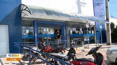 Caixa Econômica abre durante feriado para atender clientes - Caixa Econômica abre durante feriado para atender clientes.