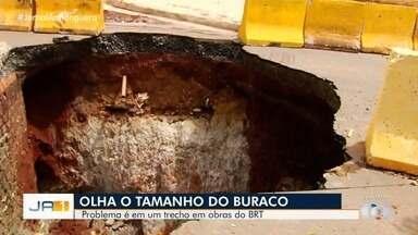 Erosão em trecho das obras do BRT assusta moradores em Goiânia - Eles tem que buraco aumente ainda mais.
