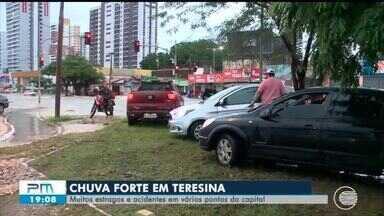 Chuva de uma hora e dez minutos causa estragos em Teresina - Chuva de uma hora e dez minutos causa estragos em Teresina
