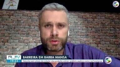 Prefeito anuncia barreira física em Barra Mansa para contar avanço do coronavírus - Via internet, Rodrigo Drable deu entrevista ao vivo para o RJ2.