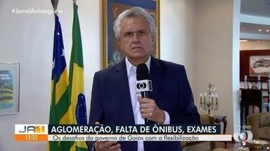 Governador Ronaldo Caiado fala sobre dificuldades com flexibilização do isolamento social - Ônibus estão lotados e há uma uma longa espera por parte dos passageiros.