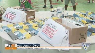 Máscaras de proteção são distribuídas na quadra da União Imperial - Escola de samba abre quadra para doação das máscaras, obrigatórias na região.
