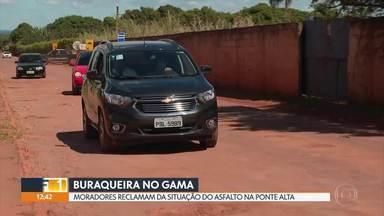 Pistas estão cheias de buracos na Ponte Alta, no Gama - Moradores reclamam que operação tapa-buracos não resolve e que governo prometeu uma revitalização do asfalto para março, e até hoje nada foi feito.