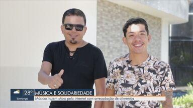 Músicos fazem show pela internet com arrecadação de alimentos - Moradores de Mongaguá, músicos tiveram iniciativa para ajudar famílias durante a crise.