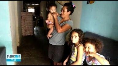 Mulher acha cartão do Bolsa Família com mais de R$ 1 mil e devolve - Após rodar a cidade de Altinho, dona foi encontrada e recebeu a quantia de volta.
