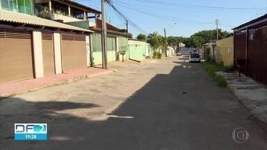 DF tem mais de 19 mil casos de dengue em 2020 - Numa rua do Gama, encontramos várias famílias que tiveram a doença.