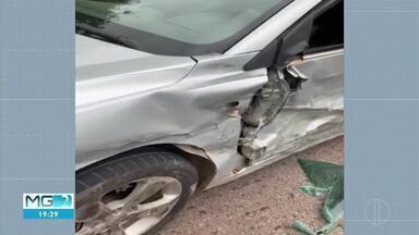 Dois carros se envolvem em batida na BR-471, na Serra da Piedade - Motorista de um dos veículos capotou e colidiu contra o outro. Ninguém ficou ferido.