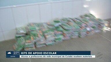 Famílias de estudantes da rede municipal de Cuiabá recebem materiais pedagógicos - Famílias de estudantes da rede municipal de Cuiabá recebem materiais pedagógicos.