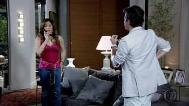 Tereza Cristina avisa a René que Patrícia quer sair de casa - Dramática, a madame liga para o restaurante e afirma para o marido que não conseguiu conversar com Patrícia
