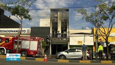 Incêndio atinge associação na Djalma Batista, em Manaus - Suspeita é que fogo tenha começado depois de curto-circuito