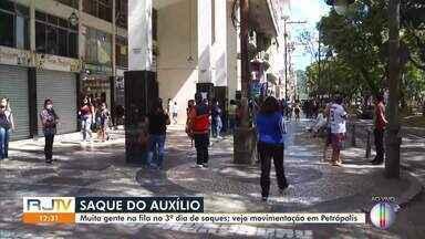 Pagamento do auxílio emergencial gera aglomerações nas agências bancárias de Petrópolis - Nesta quarta-feira (29), podem sacar o benefício os trabalhadores nascidos em maio e junho.