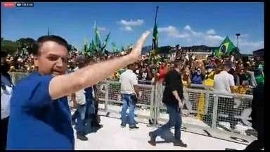 Bolsonaro volta a apoiar ato antidemocrático contra o STF e o Congresso, em Brasília - Em discurso aos manifestantes, o presidente disse que 'não vai admitir mais interferência'. Manifestantes hostilizaram a imprensa e agrediram equipe do jornal 'O Estado de S.Paulo'.