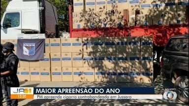 Duas carretas carregadas de cigarro contrabandeado são apreendidas em Jussara - PM informou que esta foi a maior apreensão de cigarros este ano.