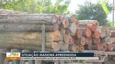 Cerca de 40m³ de madeira sem nota fiscal são apreendidos pela PRF em Santarém - A abordagem à carreta com o carga irregular ocorreu no KM 986 da BR-163.