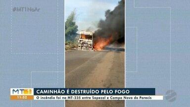 Caminhão é destruído pelo fogo na MT-235 - Caminhão é destruído pelo fogo na MT-235.