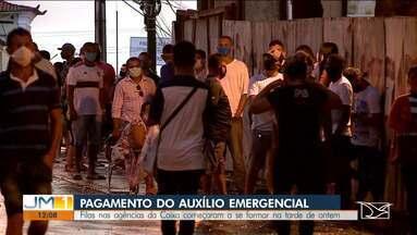 População forma longas filas desde a madrugada em agências da Caixa em São Luís - Maranhenses estão em busca do auxílio emergencial.