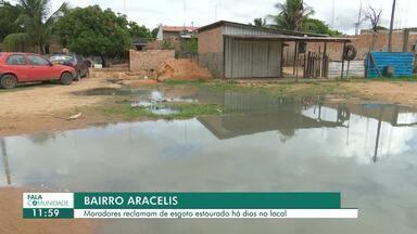 Moradores reclamam de esgoto estourado em rua do bairro Aracelis - Segundo eles, a Caer já foi informada sobre a situação, mas nada foi resolvido.