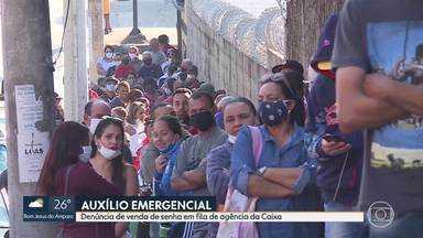 Auxílio Emergencial: Denúncia de venda de senha em fila da agência da Caixa em BH - Muita gente passou a noite na fila na agência do bairro Céu Azul, na capital. Em outras cidades da região metropolitana, também foram registradas longas filas.