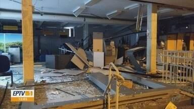 Criminosos explodem caixas eletrônicos em Pedralva, MG - Duas agências foram alvos durante a madrugada