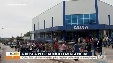 Caixa Econômica faz agendamentos para saque do auxílio emergencial - Dezenas de pessoas se aglomeram em filas para tentar sacar os R$ 600.