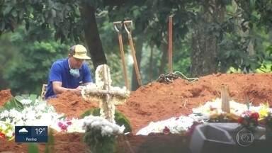 São Paulo tem mais de três mil mortes por Covid-19 - Em 51 dias, foram 3.045 mortes. O governo decretou luto oficial a partir desta quinta (7).