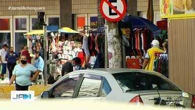 Mesmo com proibição, vídeo mostra ambulantes nas ruas da Região da 44, em Goiânia - Decreto proíbe comércio nas ruas durante a pandemia.