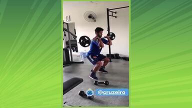 Fora do CT: preparador físico do Cruzeiro orienta treinamentos dos jogadores à distância - Fora do CT: preparador físico do Cruzeiro orienta treinamentos dos jogadores à distância